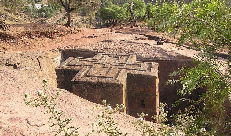 【エチオピア】芸術的彫刻建築 ラリベラの岩窟教会群